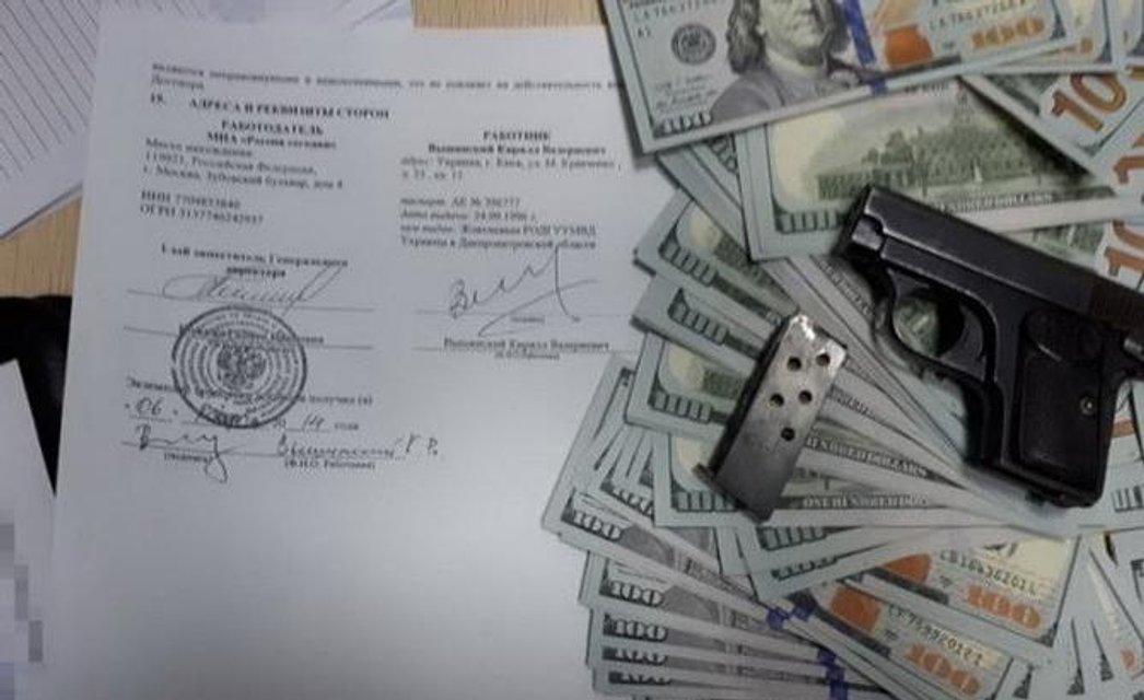 В банковской ячейке Вышинского нашли 200 тысяч долларов и договор с Russia Today - фото 129501