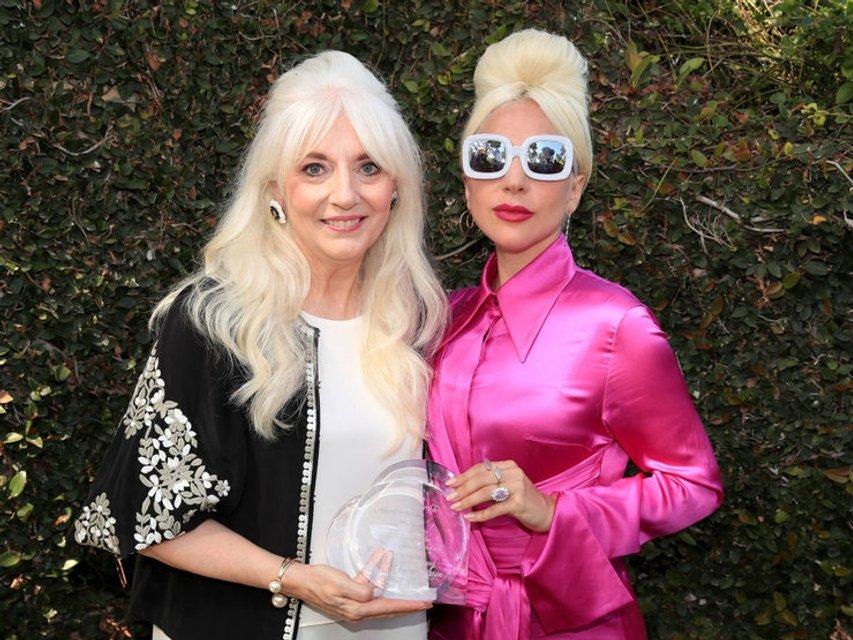 Леди Гага посетила благотворительную акцию - фото 130130