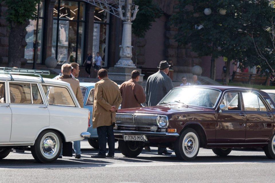 На центральных улицах Киева развесили советские агитационные плакаты (фото) - фото 129926