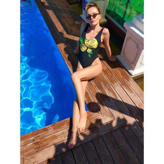 MamaRika заинтриговала откровенным снимком в бассейне - фото 133521