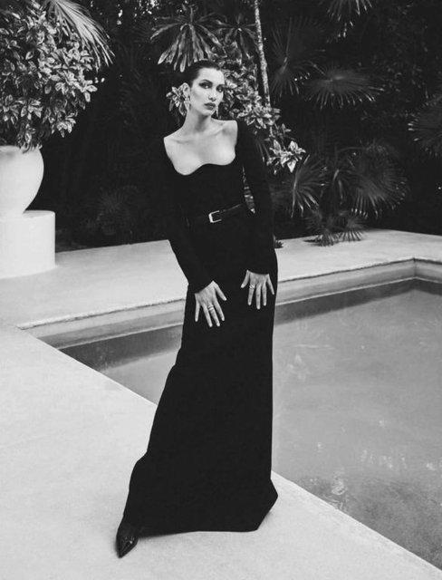 Белла Хадид показала голую грудь в платье-сеточке - фото 133564