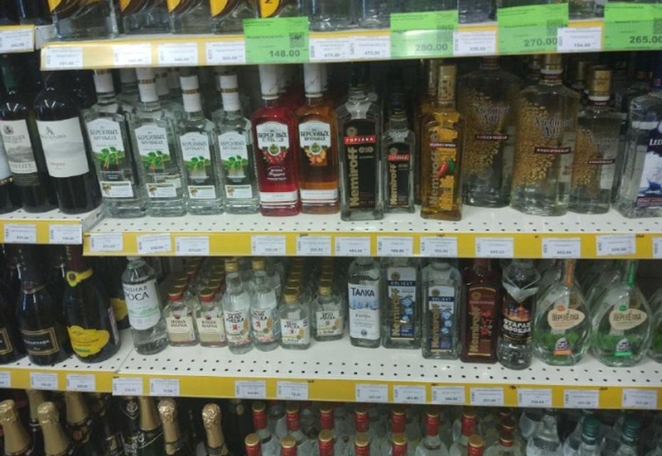 Отжатые магазины, закрытые пляжи и искусственные очереди: как живет Крым (ФОТО) - фото 133802