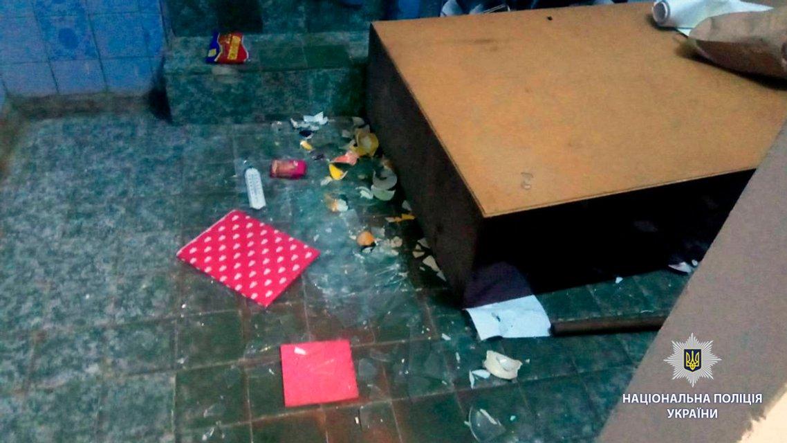 В Харькове разгромили офис ЛГБТ-сообщества - фото 134201
