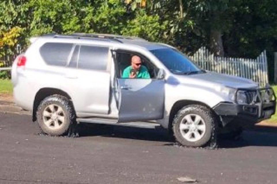 В Австралии из-за жары несколько десятков машин застряли в раскаленном асфальте (фото) - фото 134424