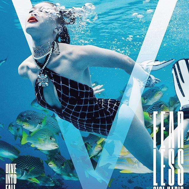 Джиджи Хадид под водой снялась в эффектной фотосессии - фото 134607