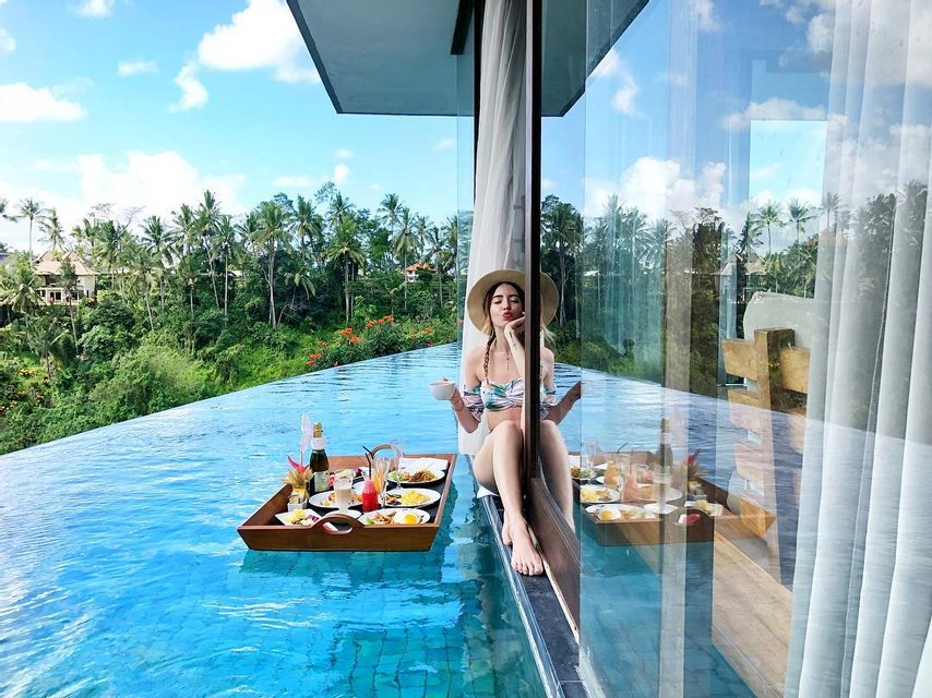 Надя Дорофеева похвасталась подтянутой фигурой в купальнике - фото 135060