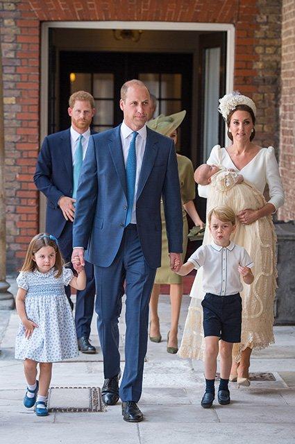 3-летняя принцесса Шарлотта на крестинах принца Луи поставила папарацци на место - фото 135071
