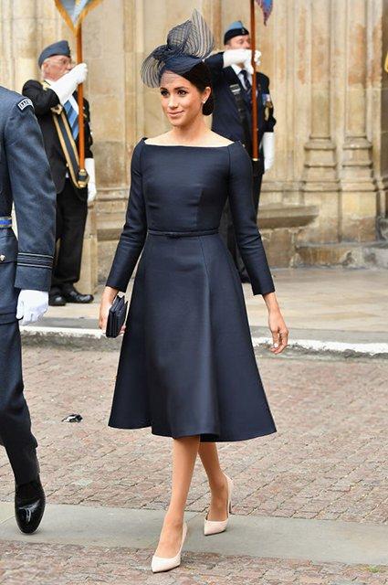 Елизавета II впервые после сообщений об ухудшении здоровья вышла в свет - фото 135137