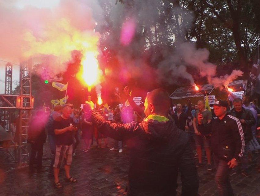 Владельцы 'евроблях' заблокировали центр Киева возле Рады - фото 135258