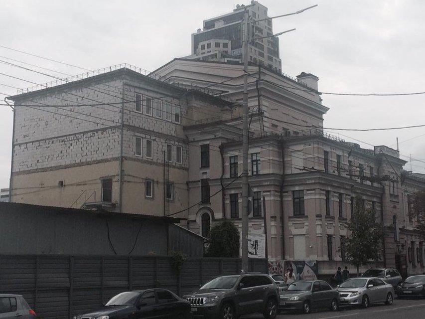 Историческую памятку в центре Киева 'реставрируют' пенобетоном - фото 135366