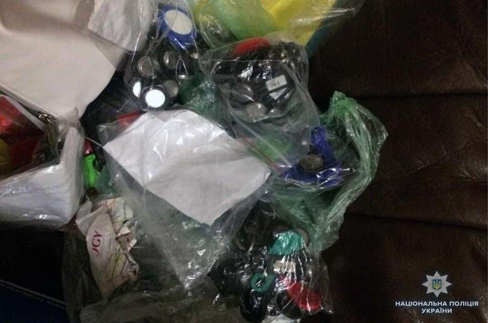 В Киеве иностранцы похитили из квартиры сейф с 200 тысячами гривен - фото 135376
