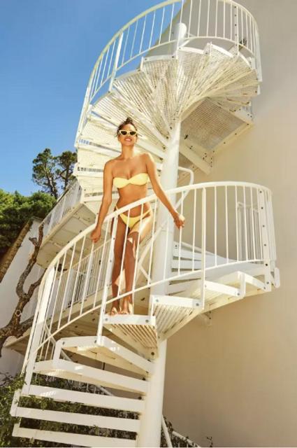 Ирина Шейк в купальнике снялась в летней фотосессии для глянца - фото 135600