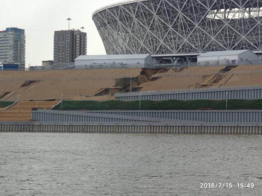 Это провал: построенный к ЧМ-2018 стадион смывает в Волгу (ФОТО+ВИДЕО) - фото 135948