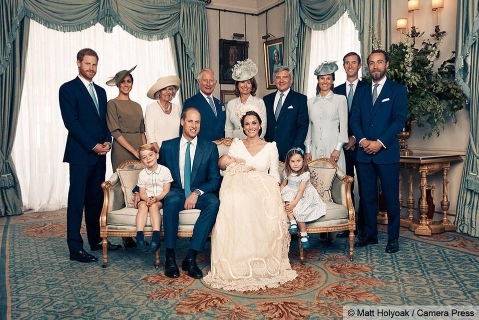 В сети появились официальные снимки с крестин принца Луи - фото 135965