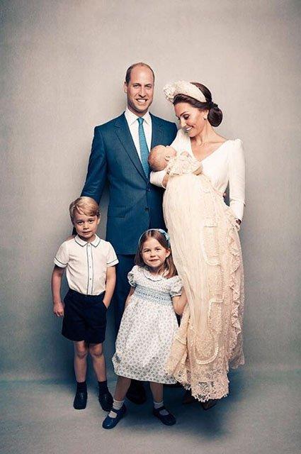 В сети появились официальные снимки с крестин принца Луи - фото 135966
