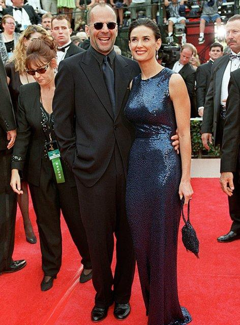 Деми Мур высмеяла экс-супруга Брюса Уиллиса - фото 136011
