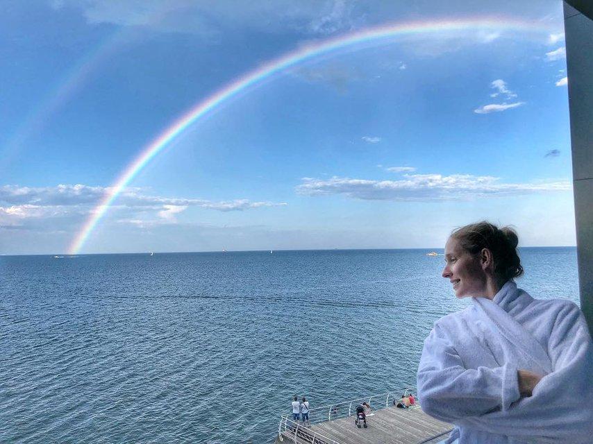 Катя Осадчая в купальнике поразила красотой на отдыхе в Одессе - фото 136084