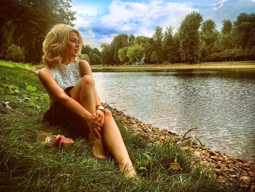 Алина Гросу удивила романтичной фотосессией у реки - фото 136114