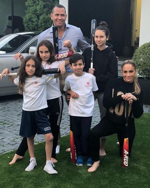Алекс Родригес и Дженнифер Лопес запутали поклонников своими детьми - фото 136286