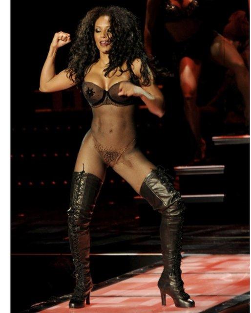 Участница Spice Girls Мел Би взбудоражила интимным фото - фото 136291