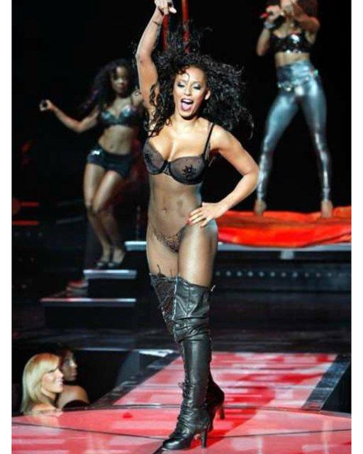 Участница Spice Girls Мел Би взбудоражила интимным фото - фото 136292