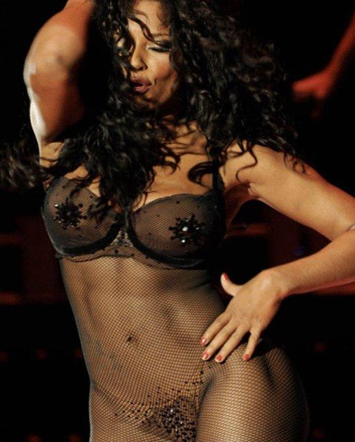 Участница Spice Girls Мел Би взбудоражила интимным фото - фото 136293
