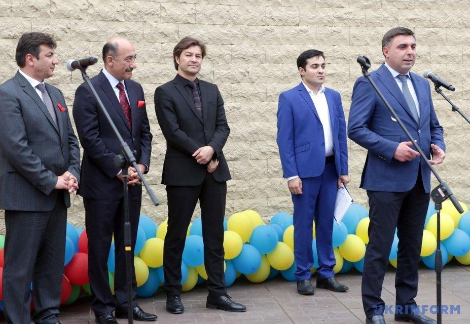 В Киеве открыли сквер и памятник Муслиму Магомаеву - фото 136531