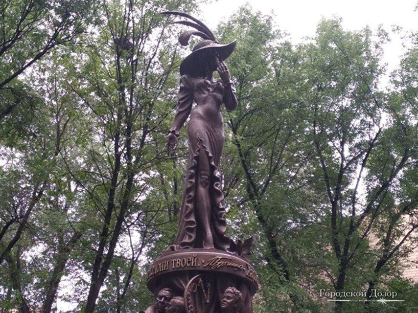 В Харькове открыли памятник Людмиле Гурченко - фото 136752