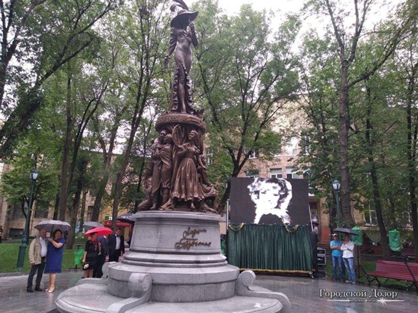 В Харькове открыли памятник Людмиле Гурченко - фото 136754