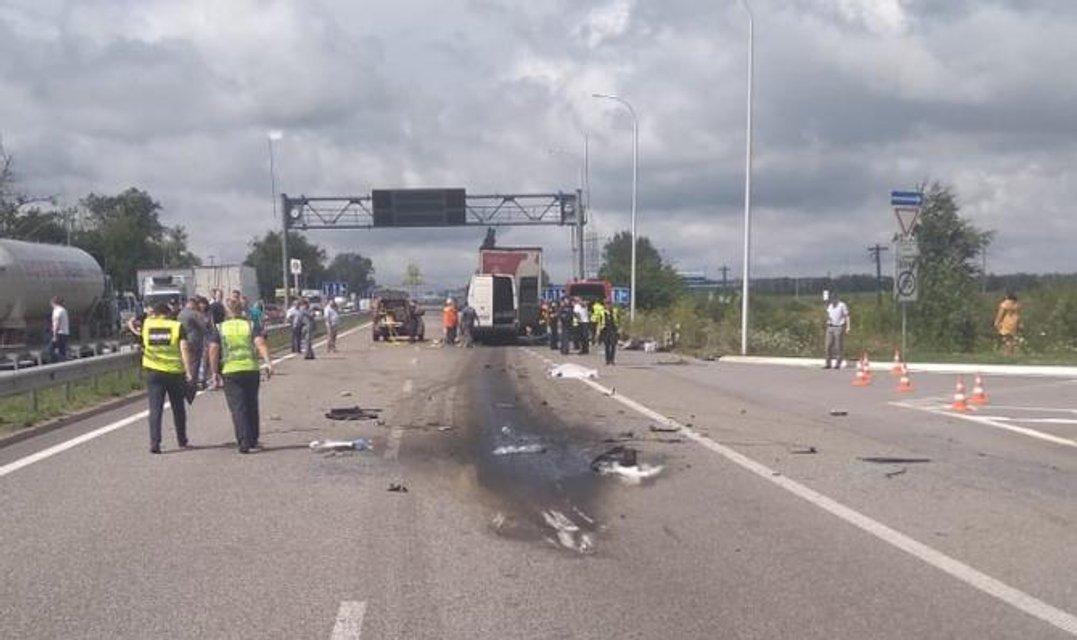 Маршрутка врезалась в грузовик в Житомирской области: 10 погибших (ФОТО+ВИДЕО) - фото 136830