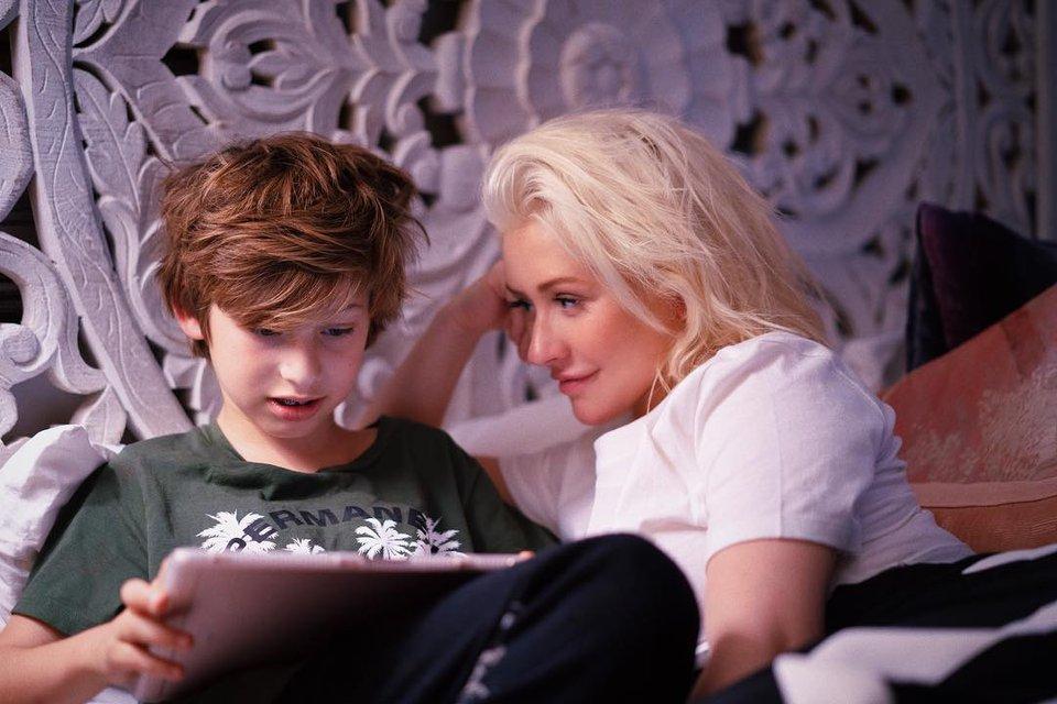 Кристина Агилера впервые показала фото сына - фото 136905