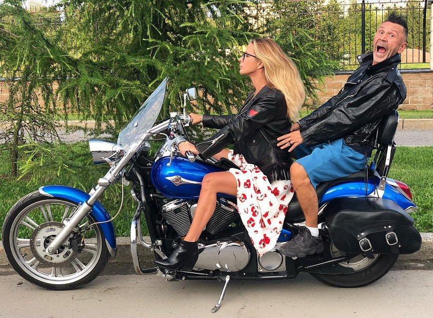 После развода с Матильдой Сергей Шнуров закрутил роман с ее близкой подругой - фото 137181