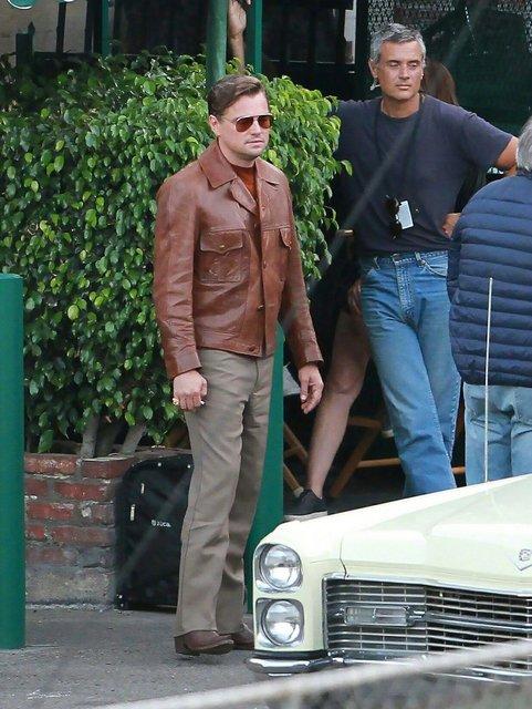 Однажды в Голливуде: Леонардо Ди Каприо и Брэд Питт на новых фото со съемок - фото 137386