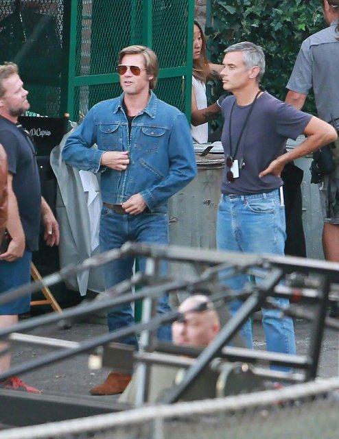 Однажды в Голливуде: Леонардо Ди Каприо и Брэд Питт на новых фото со съемок - фото 137389