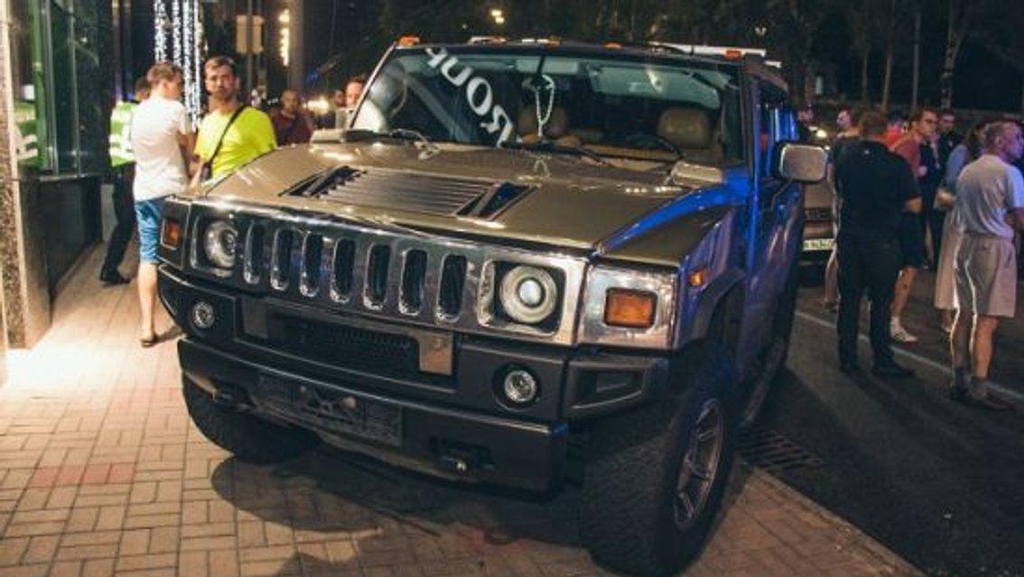 В Киеве чуть не линчевали водителя Hummer, который насмерть сбил ребенка на переходе - фото 137521