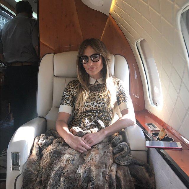 Дженнифер Лопес отпраздновала 49-летие в мини-бикини - фото 137565