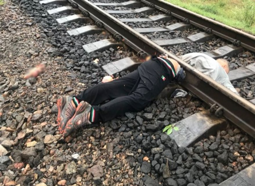 В Херсоне поезд переехал мужчину, разделив его тело на две части (фото 18+) - фото 137622