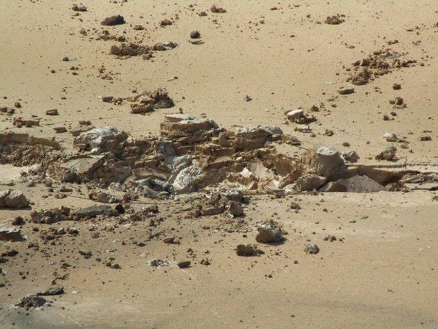 Возможна катастрофа: россияне обстреляли накопитель отходов химпроизводства в Торецке ФОТО - фото 137927