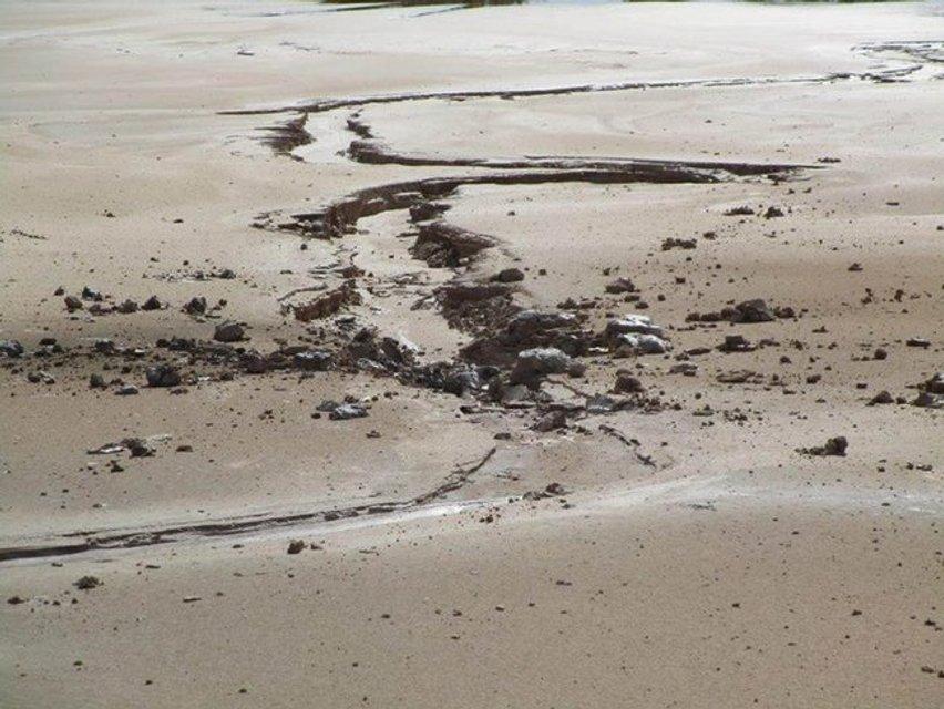 Возможна катастрофа: россияне обстреляли накопитель отходов химпроизводства в Торецке ФОТО - фото 137928