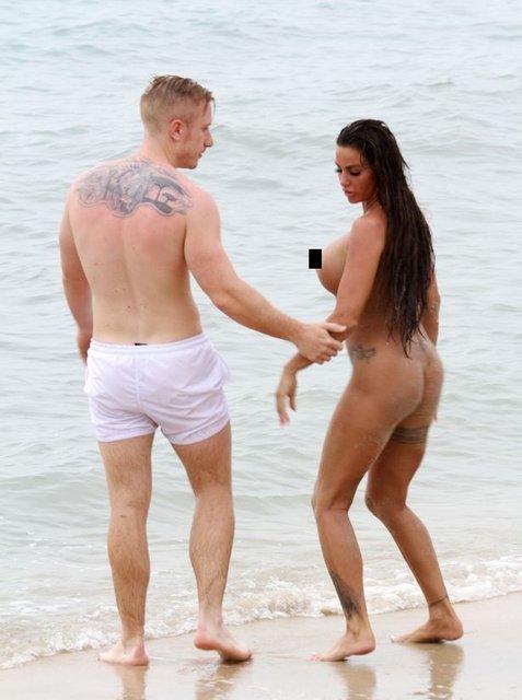 Звезда Playboy устроила публичную оргию прямо на пляже - фото 137948