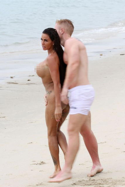 Звезда Playboy устроила публичную оргию прямо на пляже - фото 137950
