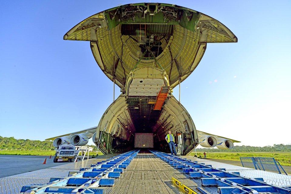 Украинский самолет-гигант 'Мечта' завершил крупнейшую доставку грузов в Южную Америку - фото 138011