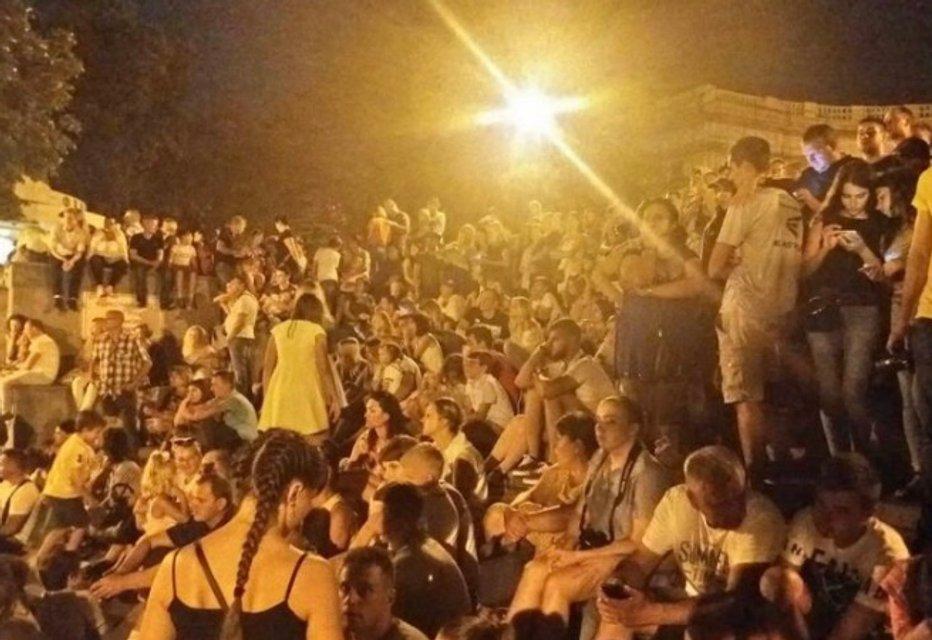 Ждали фейерверков: в Одессе обманули тысячи людей - фото 138327