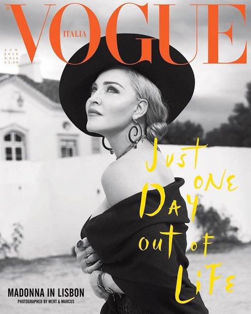 Мадонна в чулках и кружевном белье появилась на обложке глянца - фото 138588