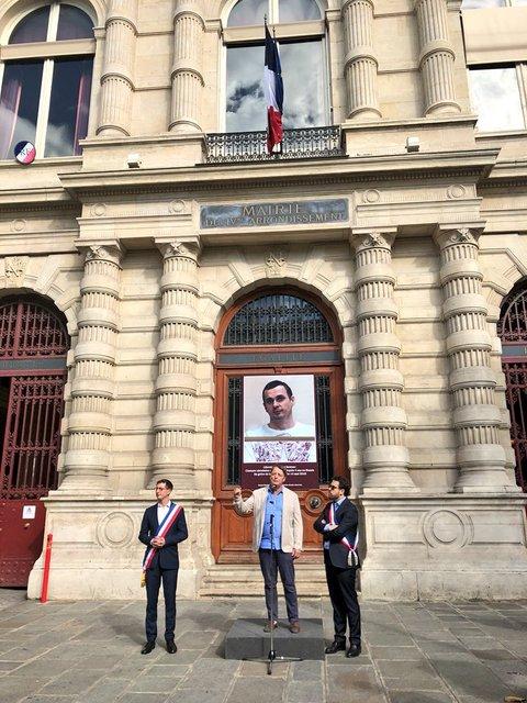 На мэрии Парижа разместили портрет Сенцова (ФОТО) - фото 138605