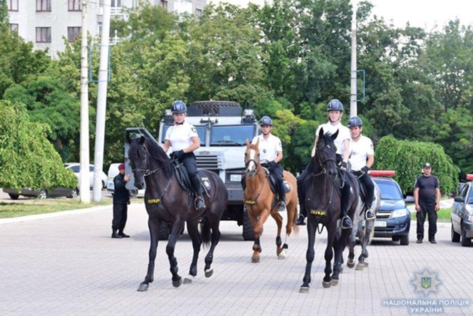 На лошадях и велосипедах: в Мариуполе заработала туристическая полиция - фото 139443