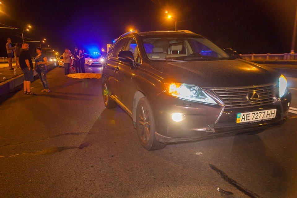 В Днепре женщина на Lexus переехала двух человек - фото 139653