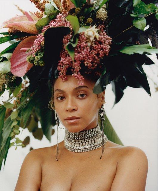 Бейонсе с венком на голове снялась в необычной фотосессии - фото 139963