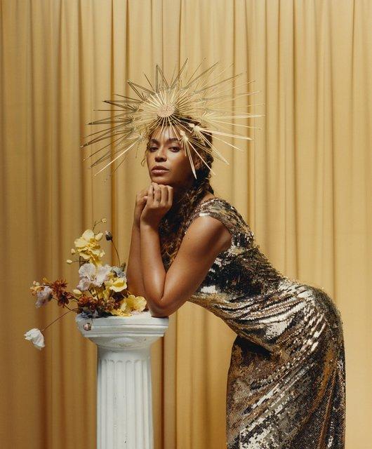 Бейонсе с венком на голове снялась в необычной фотосессии - фото 139968