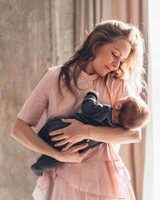 Скоро вас удивлю: Алена Шоптенко заинтриговала снимком с маленьким сыном - фото 140020